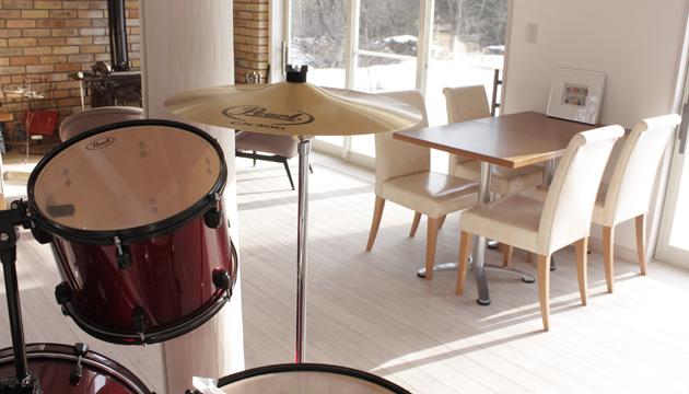 カフェでドラム!?/ア体
